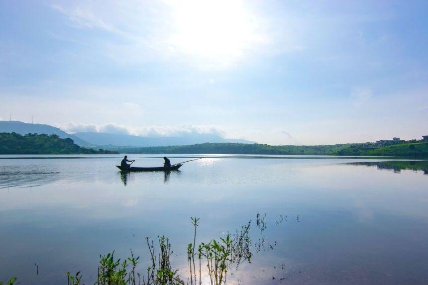 Visit Lonavala Lake with 1 Day Lonavala Sightseeing Tour by Cab
