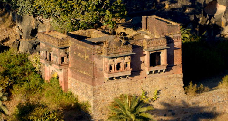 1 Day Mount Abu Local Sightseeing Tour by Cab Achalgarh Fort