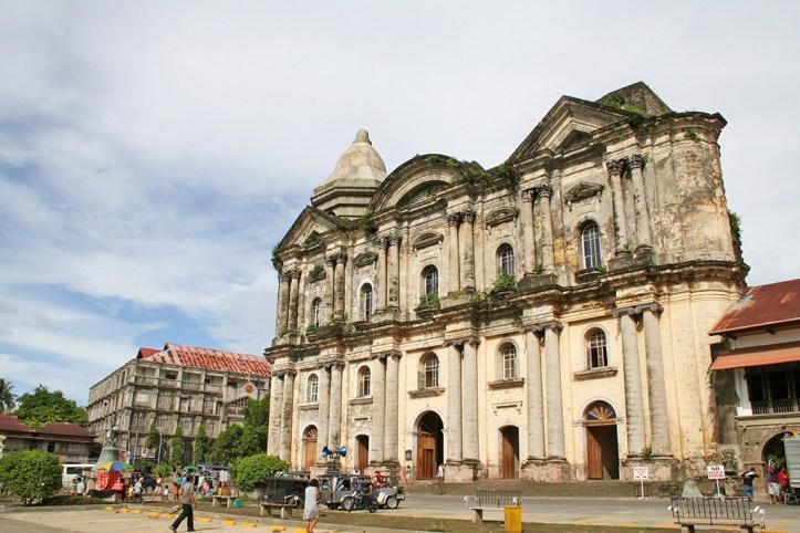 Basilica Minore de San Martin de Tours, Taal, Batangas