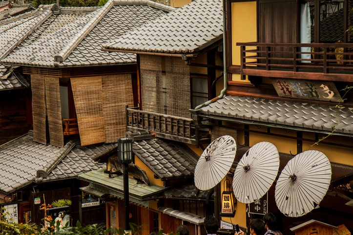 Charming shops on the way to the Kiyomizu-Dera