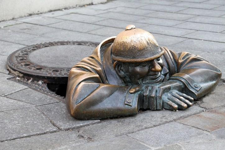 Cumil statue