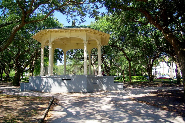Gazebo-at-White-Point-Garden-Charleston