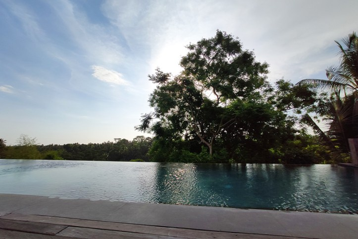 Bisma Eight infinity pool