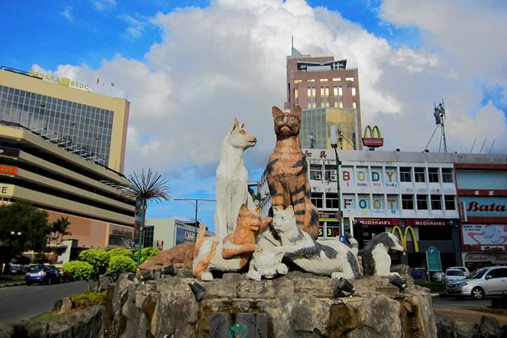 Cats statue, Kuching