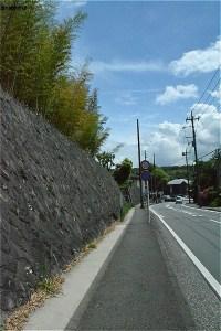 中川八幡山公園に沿ってすすむ