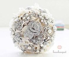 Fehér bross csokor 2 / White brooch bouquet 2 Forrás:http://photo205blog.com
