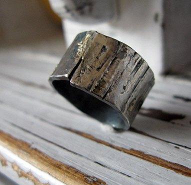 Fakéreg mintás ezüstgyűrű aranycseppekkel , Bark-like silver wedding band with gold droplets Forrás:http://www.etsy.com
