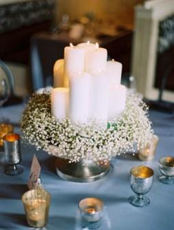 Fátyolvirág és gyertya esküvői dekoráció / Babys-Breath-and-Candle-Centerpiece Forrás:http://www.elizabethannedesigns.com