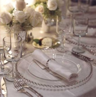 Fehér asztaldekoráció / White wedding Table Decorations Forrás:http://www.weddingsromantique.com