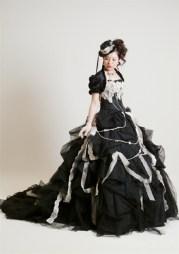 Fekete menyasszonyi ruha 2 , Black Wedding Gown 2 Forrás:http://www.weddingdressfantasy.com