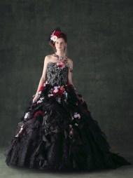 Fekete menyasszonyi ruha 3 , Black Wedding Gown 3 Forrás:http://www.weddingdressfantasy.com