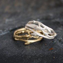 Gally formájú arany gyűrű , Woodland branch twig wedding band Forrás:http://www.etsy.com