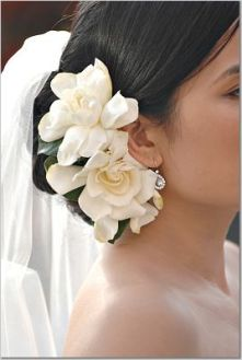 Gardénia fejdísz / Gardenia Headpiece Forrás:http://www.sugarpluminvitations.blogspot.com/