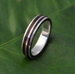 Gyűrű fából és újrahasznosított ezüstből / Wood ring with recycled sterling silver Forrás:http://www.etsy.com/shop/naturalezanica