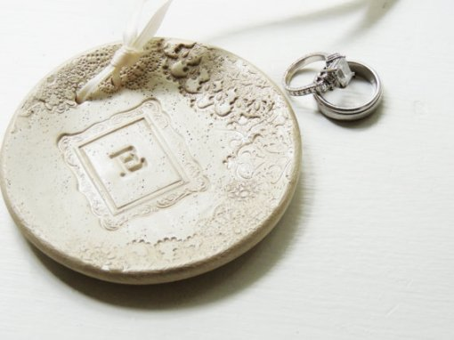 Wedding ring bearer pillow alternatives 12 Forrás:http://www.etsy.com