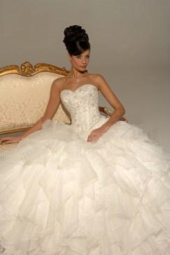 Hercegnő stílusú menyasszonyi ruha / Princess style wedding dress Forrás:http://www.tidebuybridal.com