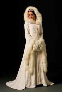 Joyce Young téli menyasszonyi kabát / Joyce Young winter wedding bridal coat Forrás:http://thenorthernbride.blogspot.hu