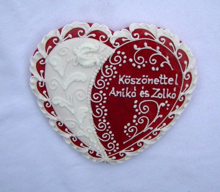 Mézeskalács szív köszönetajándék / Gingerbread heart wedding favor Forrás:http://mezeskalacskoszonetajandek.hu