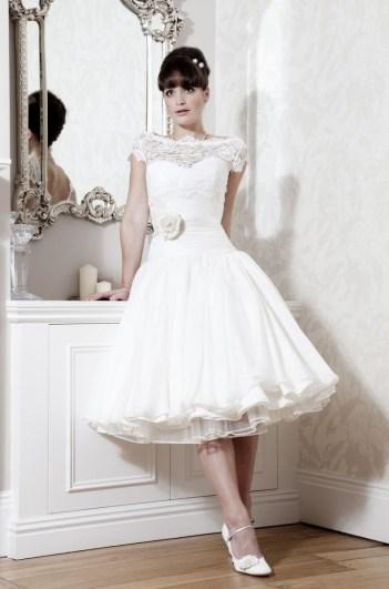 Naomi Neoh, Camelia menyasszonyi ruha / Naomi Neoh, Camelia bridal gown Forrás:http://www.naomineoh.com