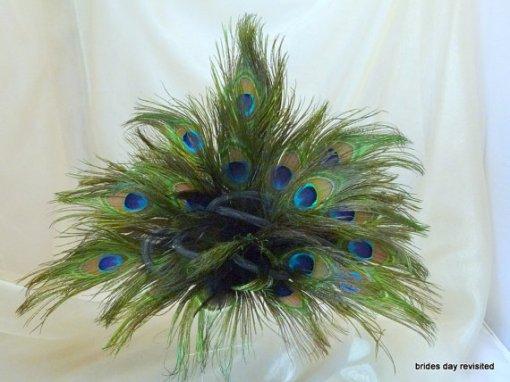Pávatoll dekoráció , Peacock feather decoration Forrás:http://www.etsy.com