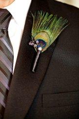 Pávatoll kitűző 2 , Peacock boutonniere 2 Forrás:http://www.etsy.com