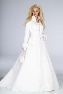Téli menyasszonyi kabát 2 /Winter wedding bridal coat 2 Forrás:http://www.wedding-splendor.com