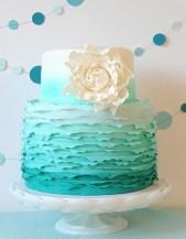 Türkiz ombre torta / Turquoise ombre wedding cake Forrás:http://www.weddingsromantique.com