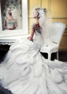 Csillogó menyasszonyi ruha , Sparkling bridal gown Forrás:http://www.whiteme.net/