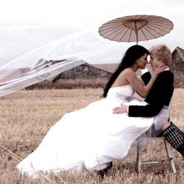 Esernyős esküvői fotó , Wedding photo with umbrella Forrás:http://www.pamelasparasols.com/