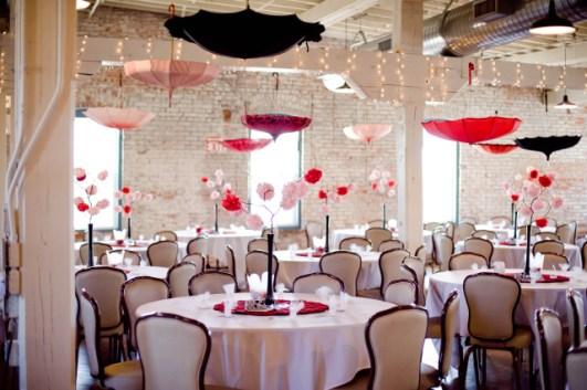 Esernyős mennyezet dekoráció 2 , Umbrella ceiling 2 Forrás:http://www.bellaumbrellablog.com/