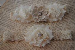 Esküvői zsákvászonvirágos harisnyakötő 28 , Burlap flowe bridal garter 27 Forrás:www.etsy.com