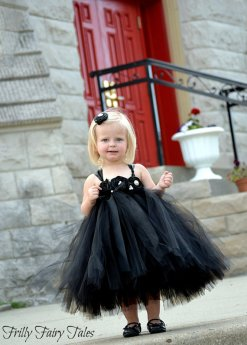 Fekete tütü virágszirom szóró lányka ruha ,Black tutu flower girl dress Forrás:http://www.etsy.com/