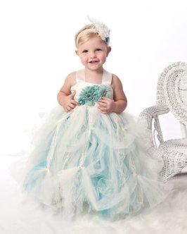Kék tütü virágszirom szóró lányka ruha ,Blue tutu flower girl dress Forrás:http://www.etsy.com/