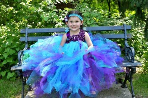 Lila és kék tütü virágszirom szóró lányka ruha ,Peacock blue and purple tutu flower girl dress Forrás:http://www.etsy.com/