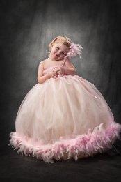 Rózsaszín tollas tütü virágszirom szóró lányka ruha 2 ,Pink feather tutu flower girl dress 2 Forrás:http://www.etsy.com/