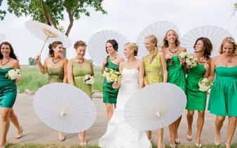 Rizspapír napernyő koszorúslányoknak 2 ,Paper parasols for bridesmaid gifts 2 Forrás:www.etsy.com