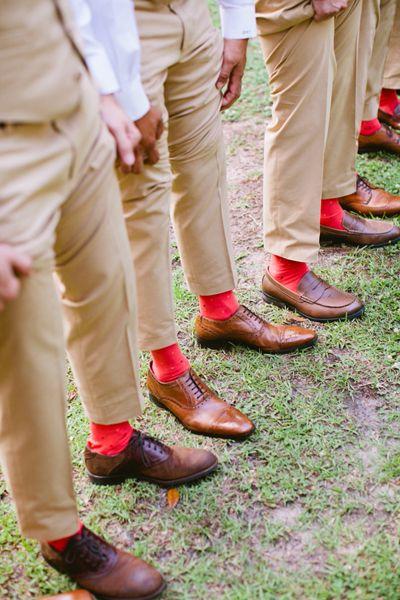 Színes zoknik a vőlegénynek és a vőfélyeknek 5, Colourful socks for the groom and groomsmen 5 http://southernweddings.com