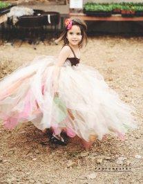 Szivárvány tütü virágszirom szóró lányka ruha 2,Rainbow tutu flower girl dress 2 Forrás:http://www.etsy.com/