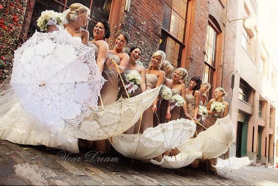 Vintázs csipke napernyő koszorúslányoknak , Vintage lace sun umbrella for bridesmaid gifts Forrás:www.etsy.com