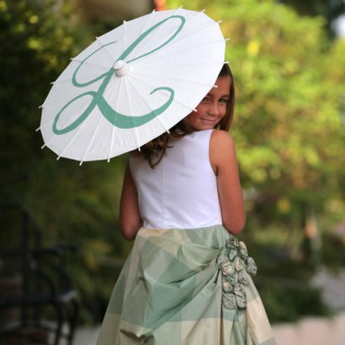 Virágszirom szóró lányka ernyő 2 , Flower girl parasols 2 Forrás:http://www.pamelasparasols.com/