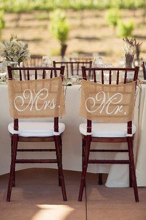 Zsákvászon esküvői Mr and Mrs székfelirat , Burlap wedding Mr and Mrs chair signs Forrás:www.etsy.com