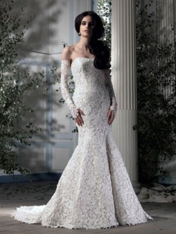 Ian Stuart Frill Me Collection Lollobrigida Forrás:http://www.ianstuart-bride.com/