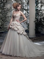 Ian Stuart Frill Me Collection Petal Privee Forrás:http://www.ianstuart-bride.com/