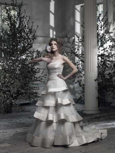 Ian Stuart Frill Me Collection Renee Forrás:http://www.ianstuart-bride.com/