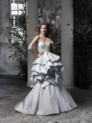 Ian Stuart Frill Me Collection Vivaldi Forrás:http://www.ianstuart-bride.com/