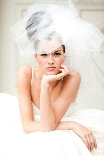 Menyasszonyi frizura buborék fátyollal 21 , Bridal hairstyles with bubble veil 21 Forrás:http://www.etsy.com