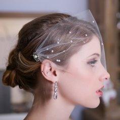 Menyasszonyi frizura fátyollal 4 , Bridal hairstyles with veil 4 Forrás:http://www.etsy.com