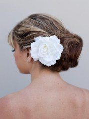 Menyasszonyi frizura ,hosszú szőke hajból 11, Bridal long blonde hair 11 Forrás:http://www.haircomesthebride.com
