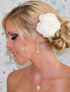 Menyasszonyi frizura ,hosszú szőke hajból 12, Bridal long blonde hair 12 Forrás:http://www.etsy.com