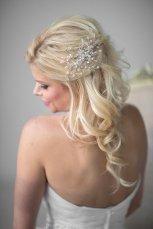 Menyasszonyi frizura ,hosszú szőke hajból 16, Bridal long blonde hair 16 Forrás:http://www.etsy.com